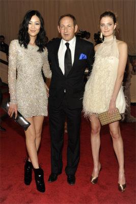 Met Gala 2010 - Liu Wen, John Demsey & Constance jablonski