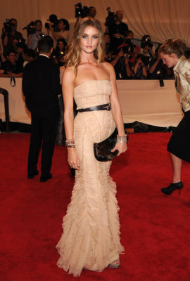 Met Gala 2010 - Rosie Huntington-Whiteley