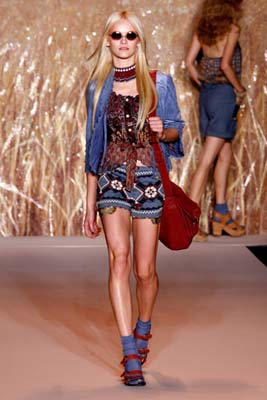 Anna Sui S/S 2011 : Ginta Lapina