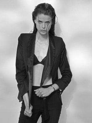Option model Agency - Julia Saner