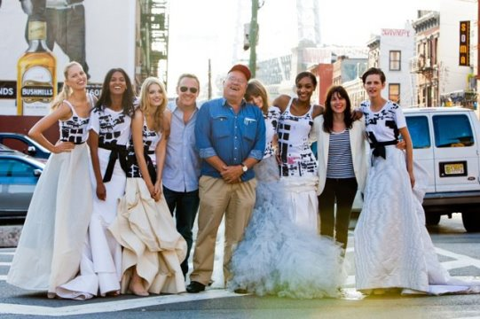 Fashion's Night Out (FNO) 2010:behind the scenes - Karolina Kurkova, Liya Kebede, Lily Donaldson, Abbey Lee Kershaw, Jourdan Dunn, and Stella Tennant pose for a post shoot photo with executive creative director Trey Laird, director Peter Lindbergh, and Vo