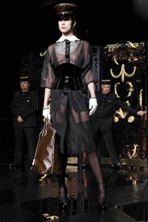 Louis Vuitton F/W 2011 - Raquel Zimmermann