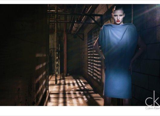 cK Calvin Klein F/W 2010:Lara Stone