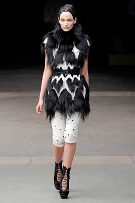 Alexander McQueen F/W 2011 - Zuzanna Bijoch