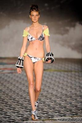 Salinas S/S 2011 - Caroline Trentini
