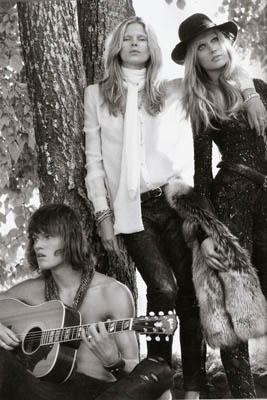 Vogue España November 2010:Toni Garrn & Iselin Steirov