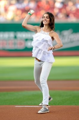 Hilary Rhoda為6月18號 Washington Nationals VS Chicago White Sox 開球