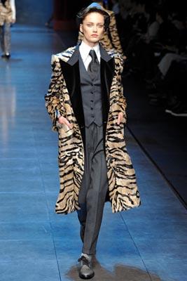 Dolce & Gabbana F/W 2011 - Karmen Pedaru