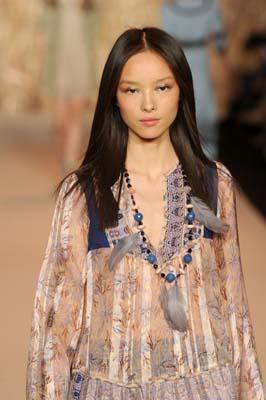 Anna Sui S/S 2011 : Sun Fei Fei