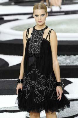 Chanel S/S 2011 : Toni Garrn