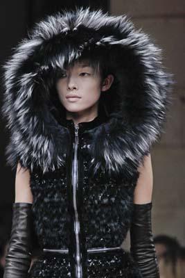 Alexander McQueen F/W 2011 - Fei Fei Sun