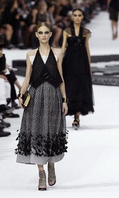Chanel S/S 2011 : Patricia van der Vliet