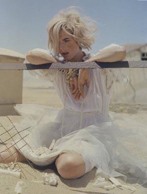 UK Vogue May 2011 - Agyness Deyn