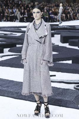 Chanel S/S 2011 : Jacquelyn Jablonski