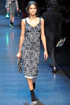 Dolce & Gabbana F/W 2011 - Izabel Goulart
