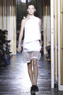 Balenciaga S/S 2011 : Gisele Bundchen
