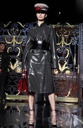 Louis Vuitton F/W 2011 - Karolina Kurkova