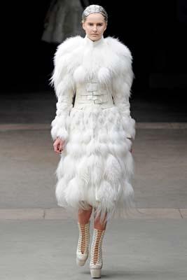 Alexander McQueen F/W 2011 - Lisanne De Jong