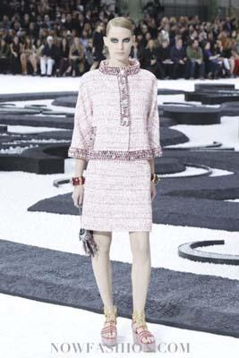 Chanel S/S 2011 : Iris Strubegger