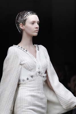 Alexander McQueen F/W 2011 - Maddie Kulicka