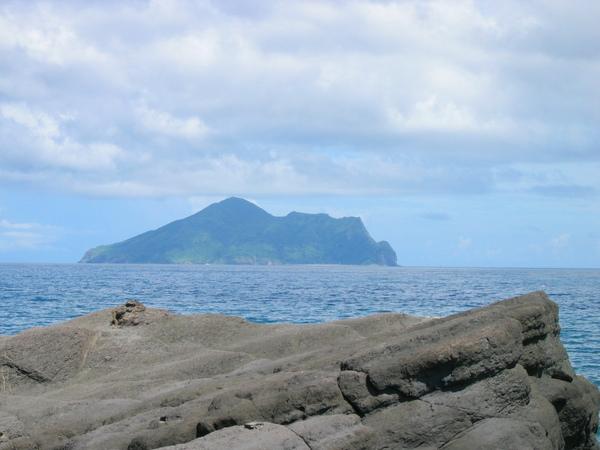 IMG_2729   台2線-岸邊半面山與龜山島.jpg