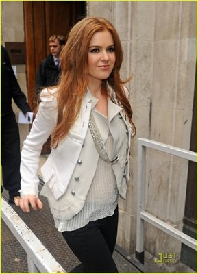 Isla Fisher Fiona Paxton silver necklace Shopaholic.jpg