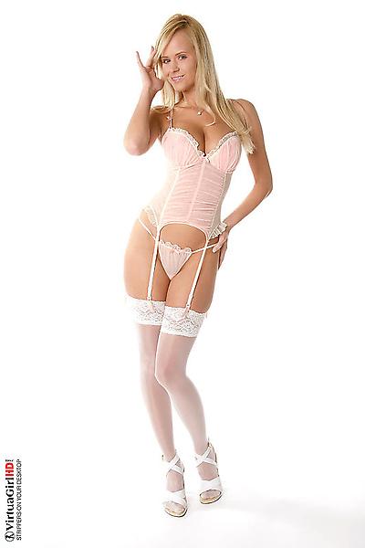 Zuzana-Drabinova-lingerie01.jpg