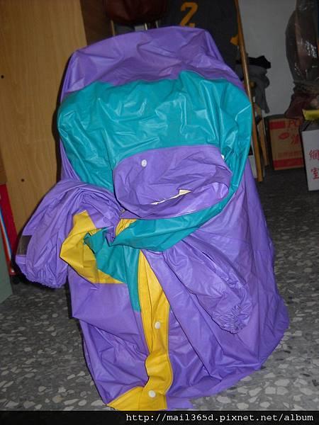 廢棄雨衣當除濕機套【圖二】