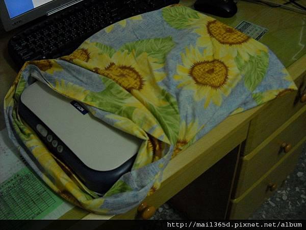 枕頭套當掃描器的外套.JPG