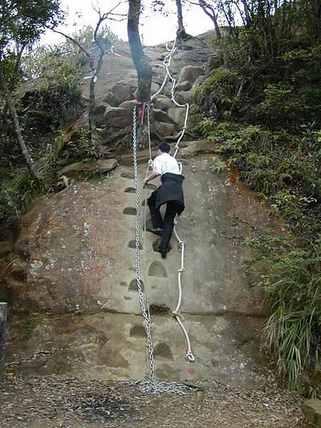 大約3米高,爬起來還蠻刺激的唷