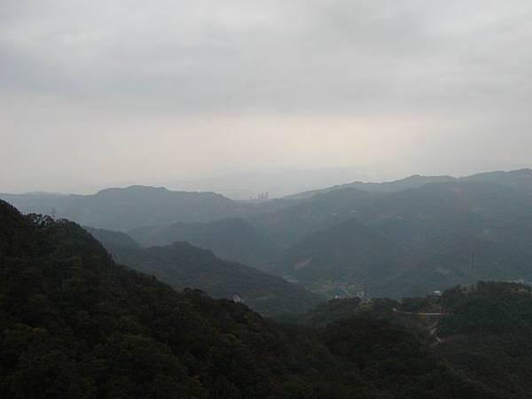 那天是陰天,所以視野不是很好,有種雲霧繚繞的美感