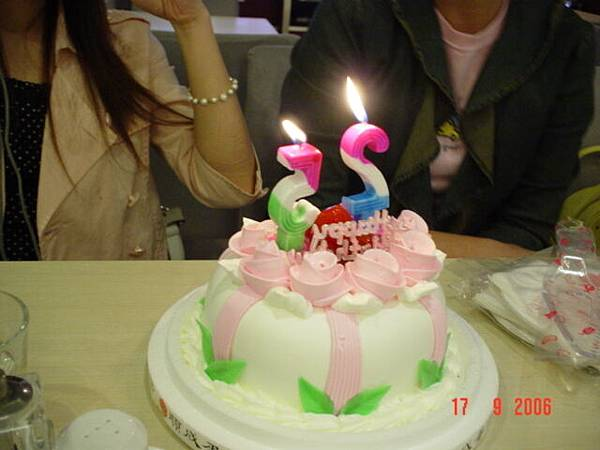 丁丁定的CAKE~~.JPG