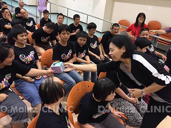 樂山-場時間、機智問答、樂山天使每位都很踴躍、熱烈參與4-2.jpg