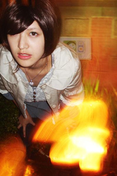 火場裡的小女孩