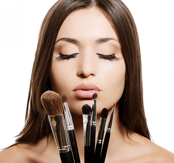 how-to-clean-make-up-brushes-at-home11.jpg