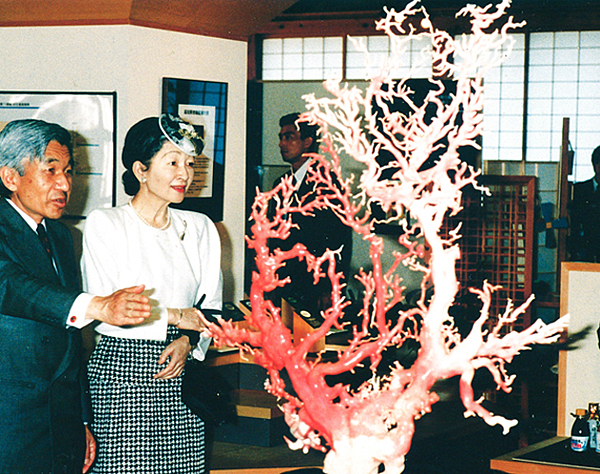 日本天皇與珊瑚