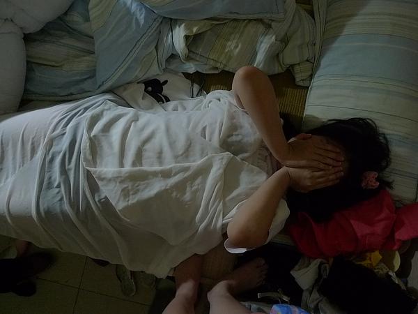 寄人籬下,分到的棉被是侑子小姐的蝴蝶外掛XDDDD 請不要把Cos服隨便堆在床邊好嗎XD