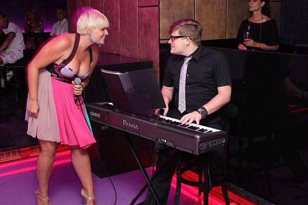 02-Martina je pjevala na otvorenju kluba.jpg
