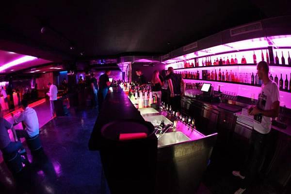04-Pink Champagne otvoren je sinoć.jpg