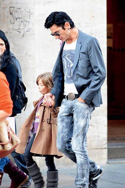 Maksim and his daughter Leeloo-01.jpg