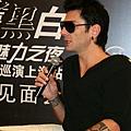 Maksim Mrvica in Shanghai, China 2011.12.10-02.jpg