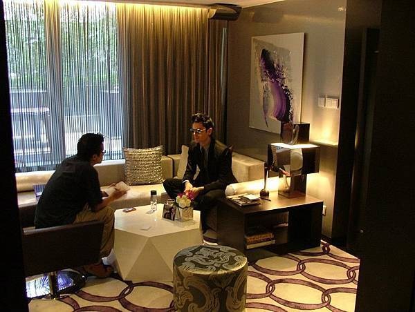 2011.11.30 Maksim Media Interview at the Mira Hotel Hong Kong-01.jpg