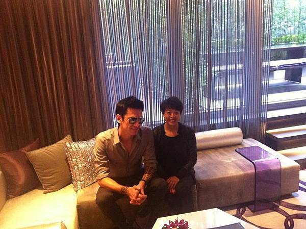 2011.11.30 With the manager of the Mira Hotel Hong Kong-04.jpg