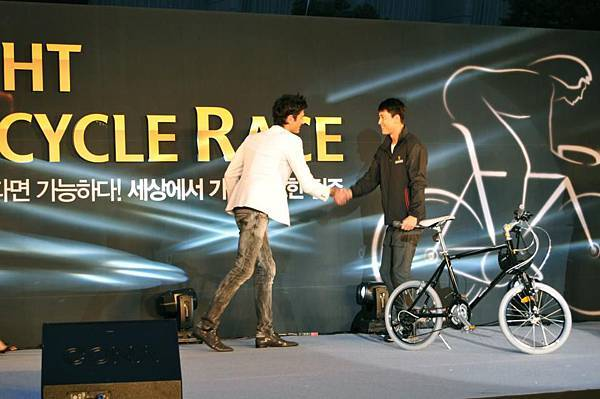 Night Bicycle Race - Pianist Maksim Mrvica and Actor Jung Woo Sung