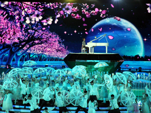 Maksim performed at the Closing Ceremony of the Second Ordos International Nadam Fair in Inner Mongolia.