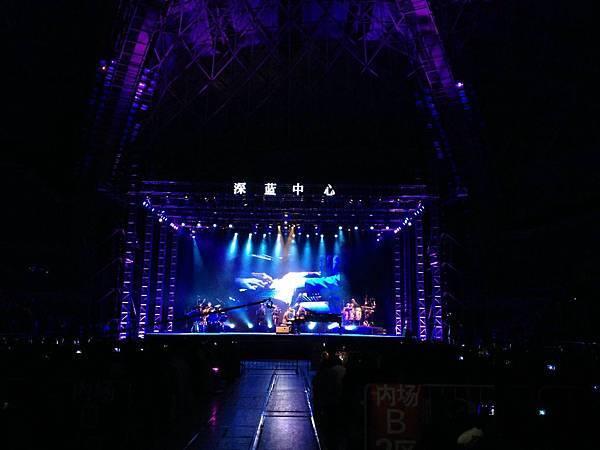 performing at the Qingdao stadium-02