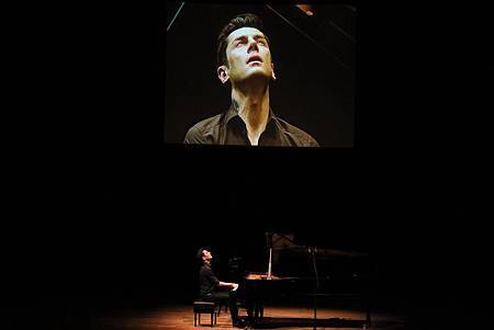 Some photos of Maksim's performance in S. Korea-01.jpg