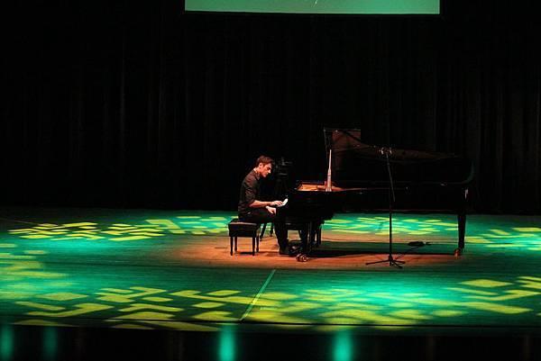 Some photos of Maksim's performance in S. Korea-05.jpg