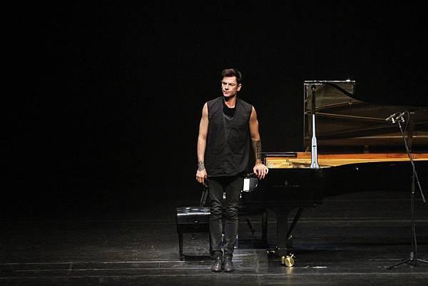 Some photos of Maksim's performance in S. Korea-07.jpg