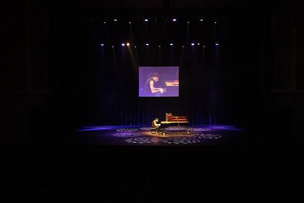 Some photos of Maksim's performance in S. Korea-08.jpg